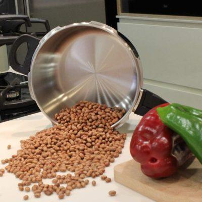 MAGEFESA PRACTIKA PLUS Olla a presión super rápida de fácil uso, acero inoxidable 18/10, apta para todo tipo de cocinas, incluido inducción. Fondo termo difusor encapsulado de 5 capas, excelente distribución del calor, 5 sistemas de seguridad, ahorra hasta un 70% de energía.