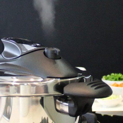 MAGEFESA Nova Olla a presión Super rápida de fácil Uso, Acero Inoxidable 18/10, Apta para Todo Tipo de cocinas, Incluido inducción. (4L+6L)
