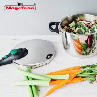 Olla a presión MAGEFESA DYNAMIC súper rápida de fácil uso, acero inoxidable 18/10, apta para todo tipo de cocinas, incluido inducción. Pack exclusivo Olla+Cestillo+Cuchillos (6 LITROS + 3 CUCHILLOS)