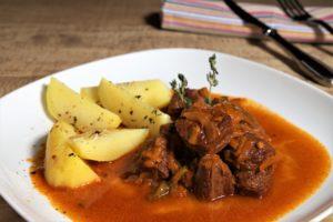 RECETA GOULASH Húngaro de TERNERA, una exótica receta de GOULASH de ternera deliciosa, cocinada con la innovadora EasyExpress de MAGEFESA